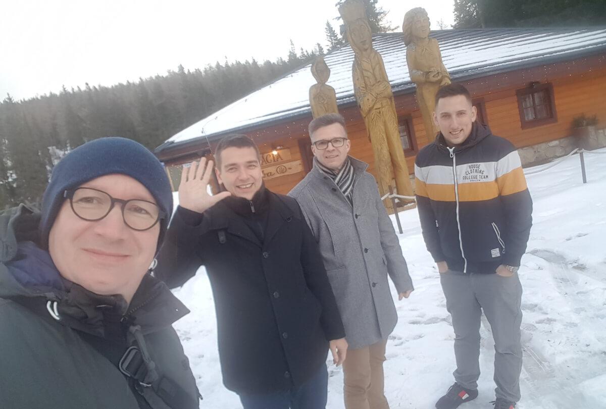 David, já, Milan a Tommy před kolibou Pleso