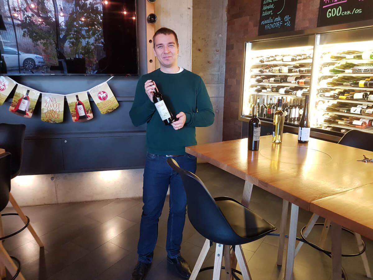 Výběr vín ve WineBaru
